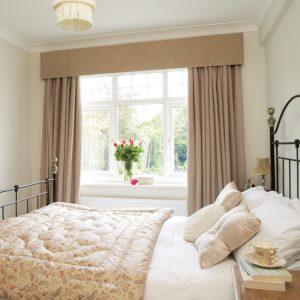 Vì sao không nên đặt giường ngủ đẹp tại Vinh gần cửa sổ?